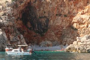 Divlja lepota:Skrivene plaže i pećine Crne Gore (VIDEO)