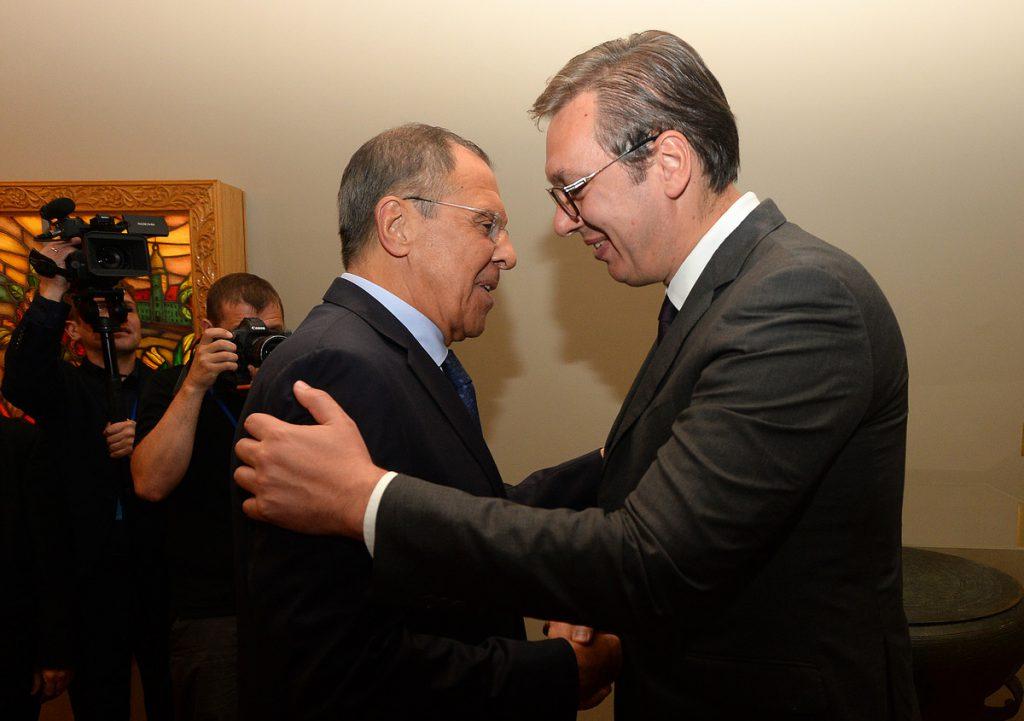 SRDAČAN SUSRET Lavrov izašao iz kancelarije da dočeka Vučića