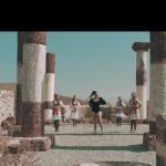 Oskrnavila svetinju: Polugola Albanka snimila spot u Crkvi Svetog Nikole na Novom Brdu /video/