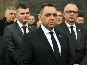 Vulin: Žao mi je što je srpska uniforma toliko strašna u Crnoj Gori