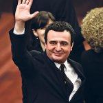 BIO JE NEMAČKI IZBOR, A ONDA SU SAD UMEŠALE PRSTE Pad Kurtija odlaže dijalog, dogovor o Kosovu ponovo na DUGOM ŠTAPU