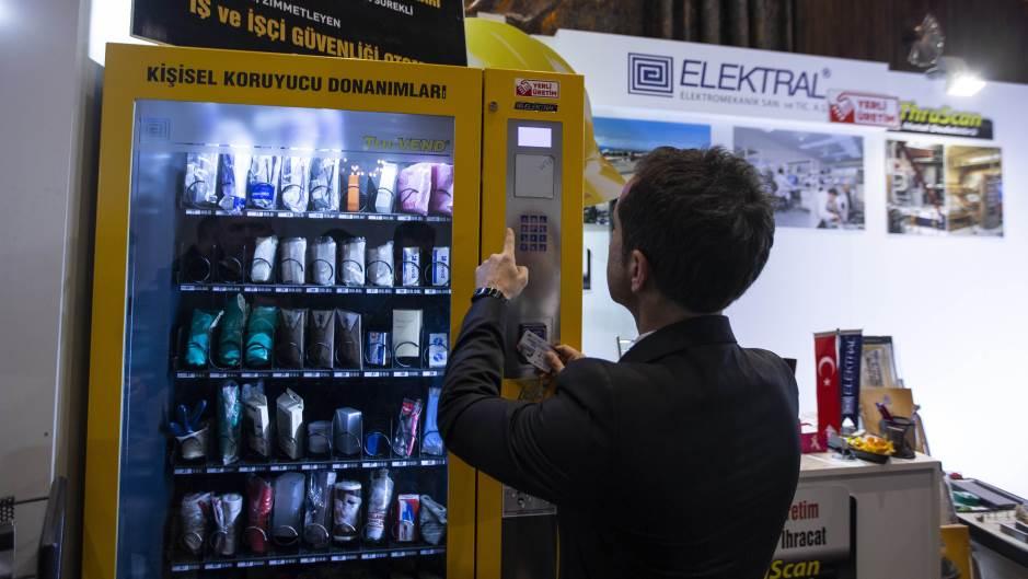 Turci napravili automat za prodaju maski