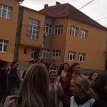 Vlada Srbije objasnila zašto ne zatvara škole