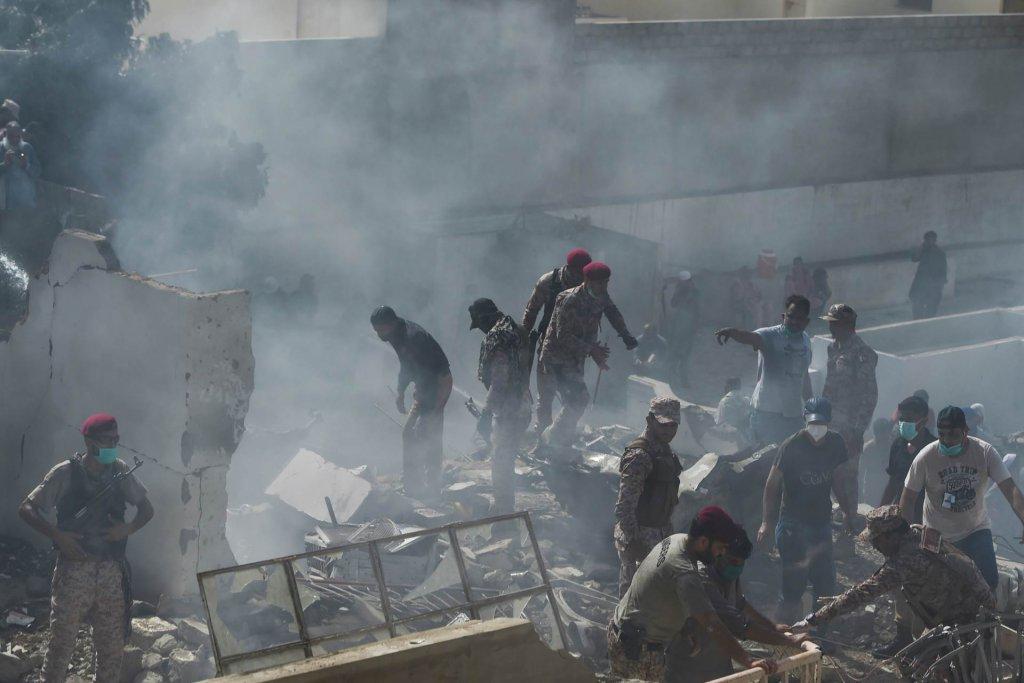Desetine preminulih u avionskoj nesreći u Karačiju