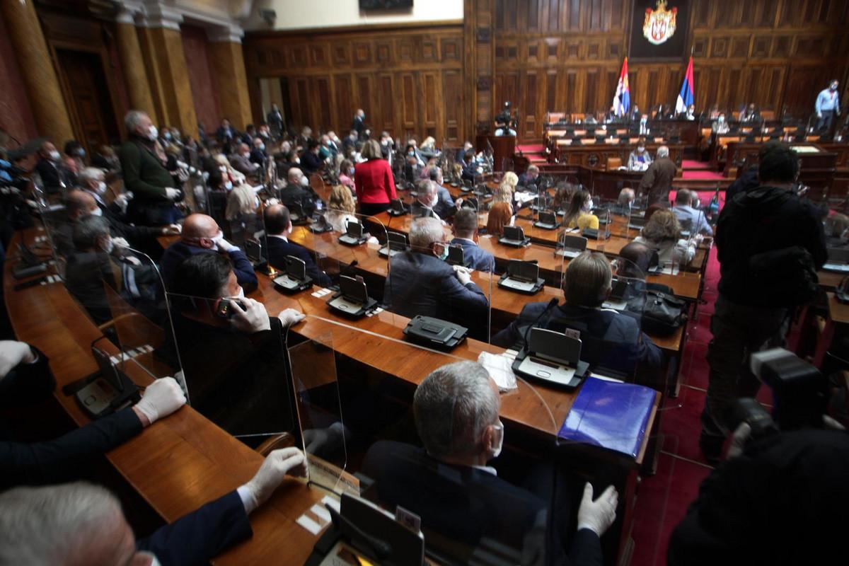 Skupština Srbije je upravo UKINULA VANREDNO STANJE
