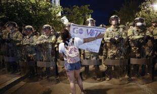 "Novinarka Džoan Mitrić za ""Novosti"" o antirasnim protestima: Ulicama odjekuje ruke uvis, ne pucaj"