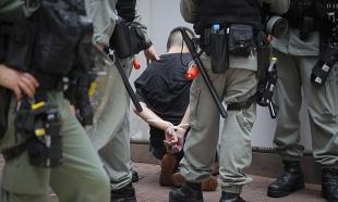 Prva hapšenja u Hongkongu po novom zakonu o bezbednosti: Izboden policajac u neredima