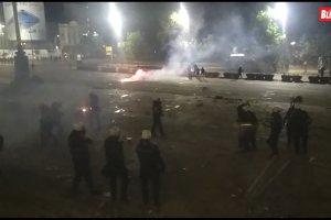 KAMENICE I LOM Najšešći napad upravo ispred SKUPŠTINE, u toku su JEZIVE SCENE (VIDEO)