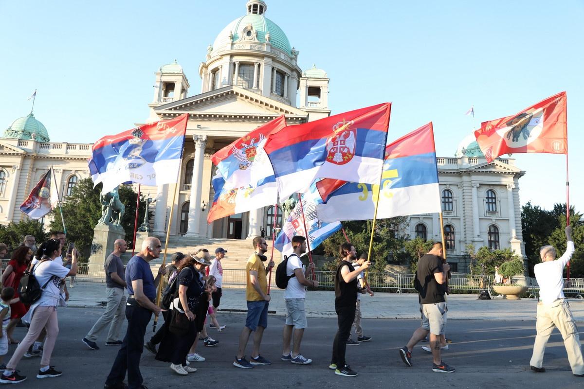 (UŽIVO) PROTESTI 5. DAN Počelo okupljanje, pred Skupštinu Srbije pristižu demonstranti