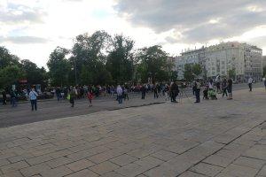 (UŽIVO) Šestog dana protesta ispred Skupštine Srbije MANJE GRAĐANA nego prethodnih dana, BLOKIRAN SAOBRAĆAJ