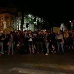 """Mladić u Nišu se obratio policiji:""""Živeo sam dve godine u inostranstvu i nigde nije KAO U SRBIJI, pogledajte OVU ENERGIJU"""" (VIDEO)"""