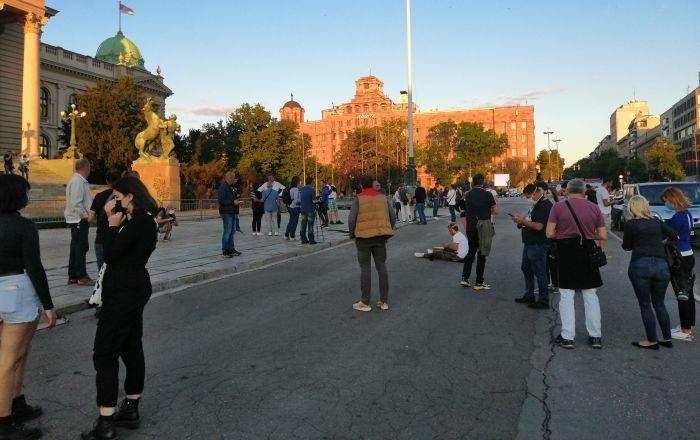 Protest ispred Skupštine Srbije, znatno manji broj demonstranata /foto/