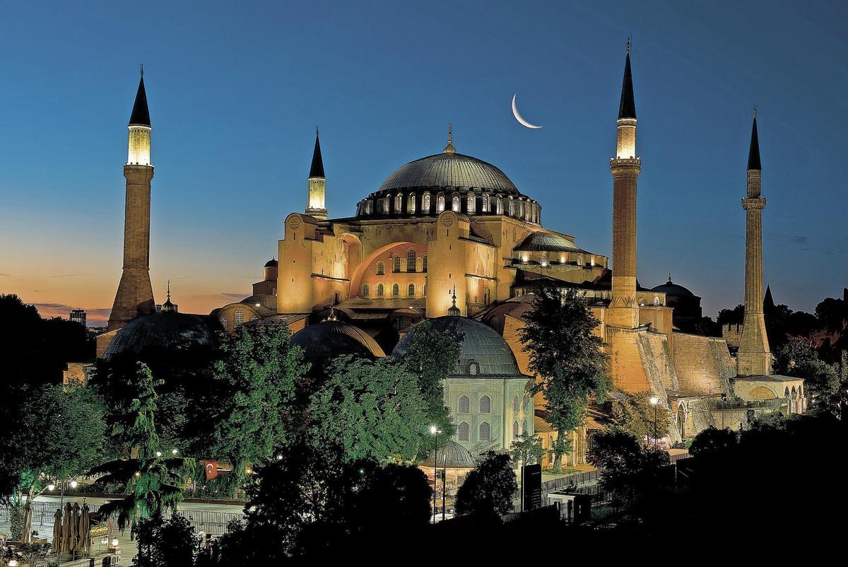 Mitropolit Amfilohije: Pokušaj novog pretvaranja Svete Sofije u džamiju je BEZUMLJE, ona ostaje NEUNIŠTIVA I NERAZORIVA