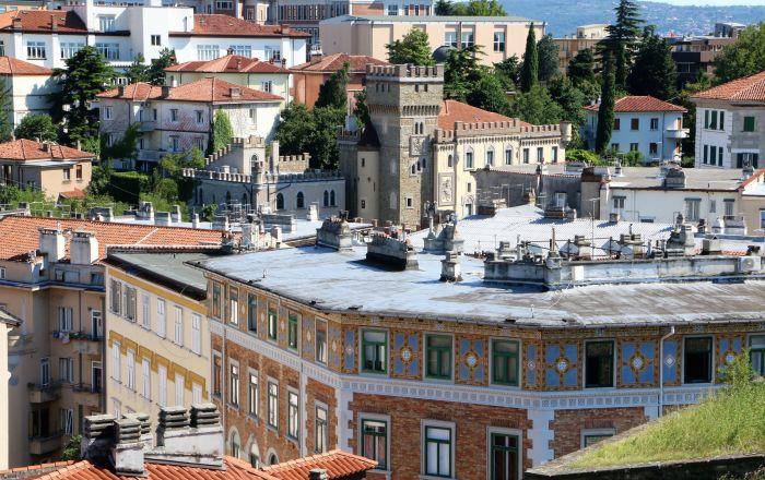 Trst se budi posle karantina: Čime privlači turiste? /foto/