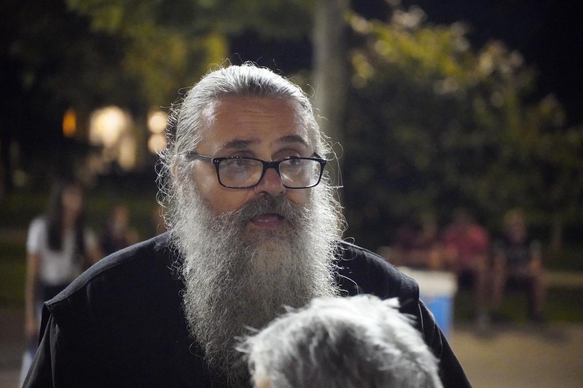 Raspop Antonije i ekstremni desničar Nogo pokušali da blokiraju saobraćaj kod Skupštine (FOTO)