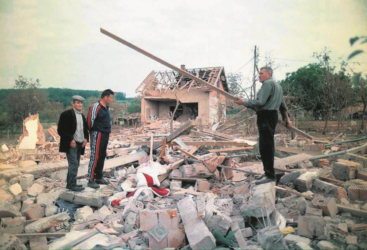 """""""KADA SE ZAVRŠI RAT, NE MOŽEMO ZLOČINCE OSTAVITI NA SLOBODI"""" Glavni arhitekta """"Dejtona"""" Ričard Holbruk hteo je Kosovo da podeli u zone, a evo kako je video Miloševićevu sudbinu"""