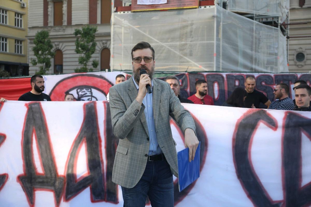 Pozivali na NASILNU PROMENU USTAVNOG UREĐENJA: Uhapšeni bivši poslanici SRĐAN NOGO i Zoran Radojičić