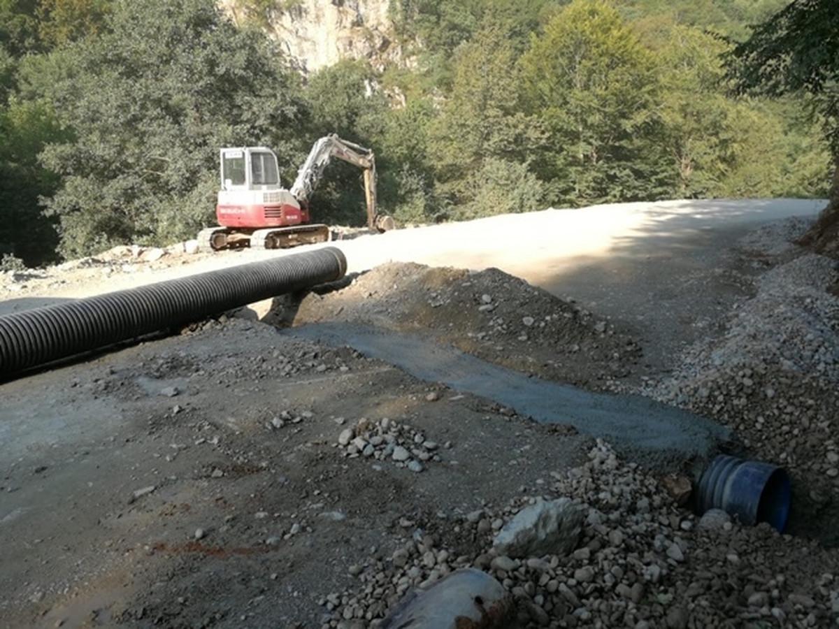 Gradonačelnik Dečana: Radovi u blizini manastira Dečani obustavljeni NA ZAHTEV premijera Kosova