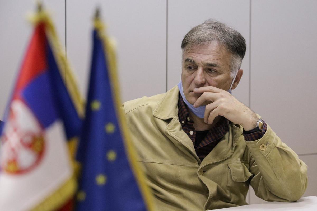 DVE STRUJE, DVE SEDNICE, DVA PREDSEDNIKA Po objavljivanju kandidature za šefa DS, Lečić bi mogao da bude kandidat, ALI ZA IZBACIVANJE