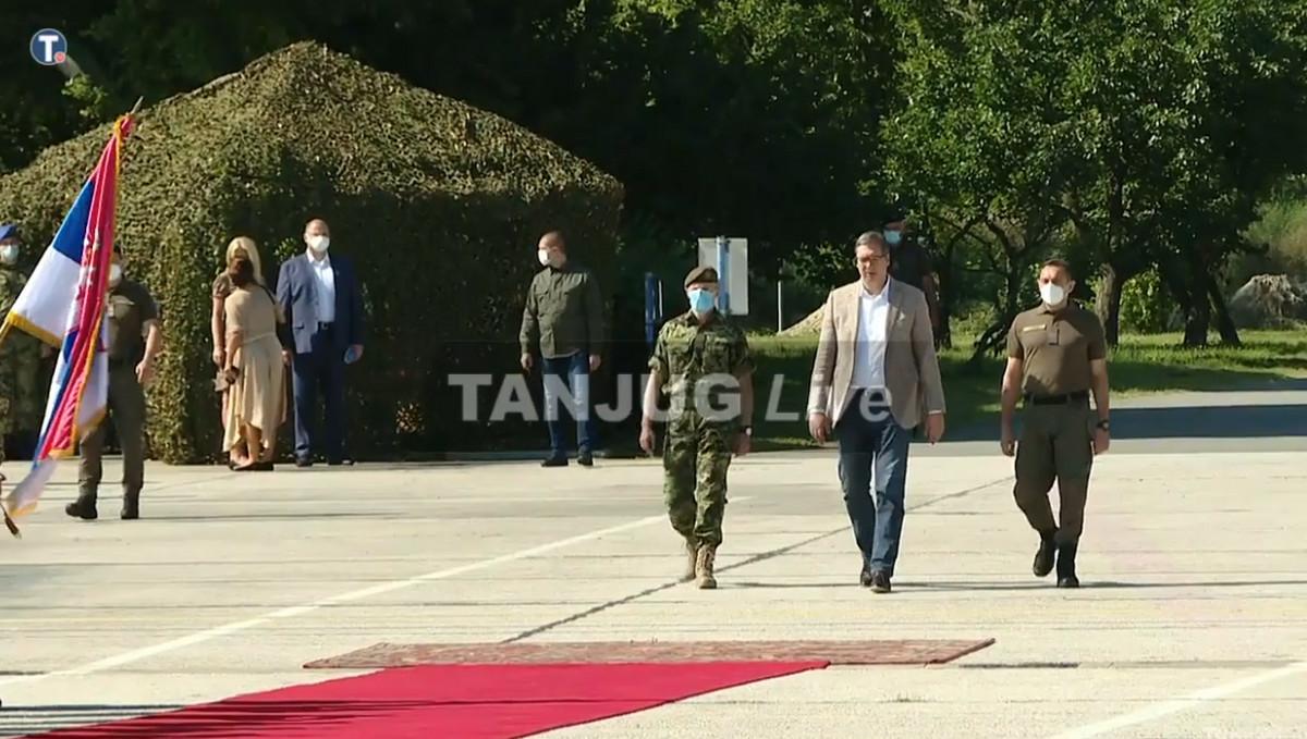 (UŽIVO) BORBA, EVAKUACIJA, DESANT Vučić u Batajnici na prikazu sposobnosti Vojske Srbije (VIDEO)