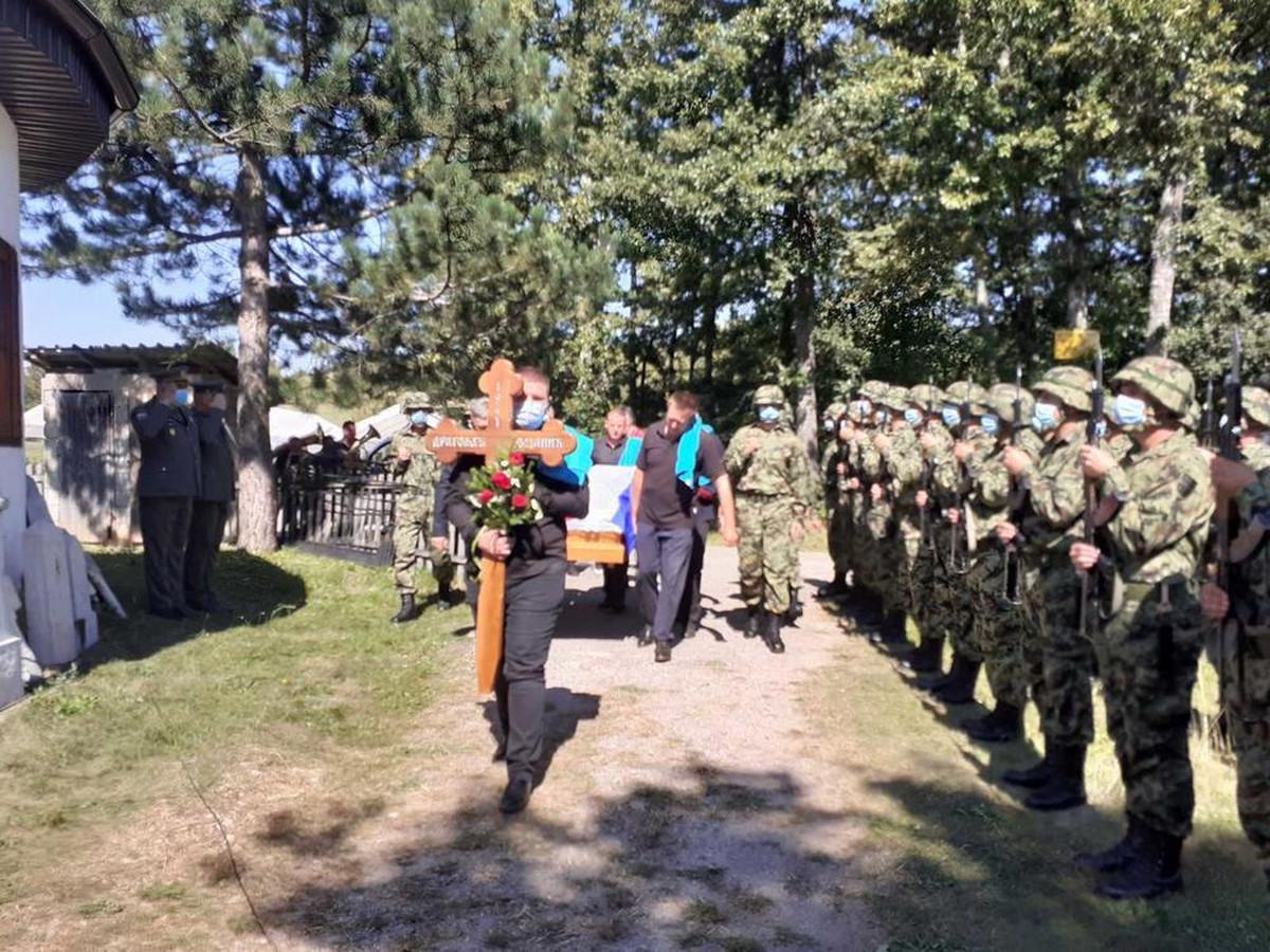 General Dragoljub Ojdanić sahranjen uz vojne počasti u rodnom selu kod Užica