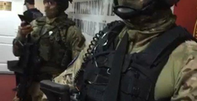 Specijalci Euleksa UPALI U KANCELARIJE veterana OVK, nosili MASKE I AUTOMATSKE PUŠKE (VIDEO)