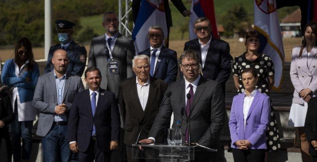 Vučiću na poklon PARČE ZEMLJE NATOPLJENE KRVLJU SELJAKA