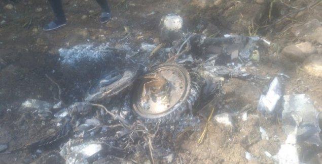"""NOVOSTI"" NA MESTU PADA MiG-21 U BRASINI: Avion ostavio ogromni krater, svuda rasuti delovi letelice (FOTO)"
