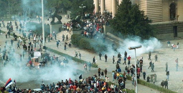 RUDARI PROBILI LED, DŽO BAGERISTA ZAVRŠIO POSAO Šta je prethodilo izlasku stotina hiljada ljudi na ulicu 5. oktobra i kako je izvedena REVOLUCIJA