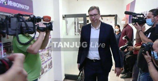 Vučić stigao na sednicu Predsedništva SNS, večeras saopštava ime mandatara za sastav nove Vlade Srbije