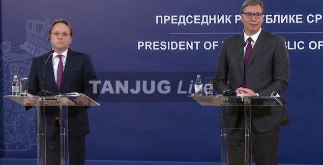 "UZAVRELA ATMOSFERA POSLE SASTANKA VUČIĆ-VARHEJI Burna reakcija predsednika Srbije na navode iz izveštaja EU: ""Imamo pravo da kažemo šta mislimo"""
