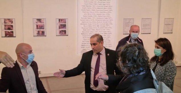 NOVI SKANDAL MIŠE VACIĆA Upao na izložbu u Centar za kulturnu dekontaminaciju, pa  OTIMAO MIKROFON (VIDEO)