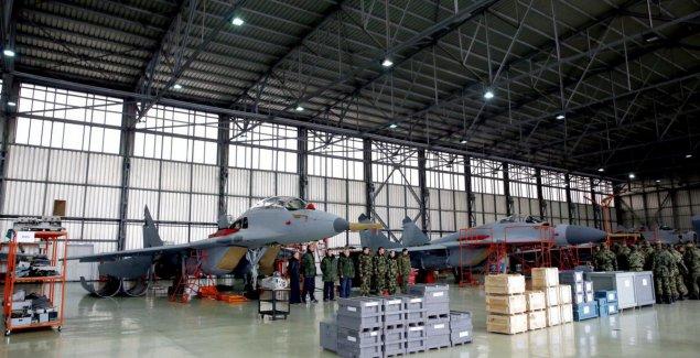 STIŽU RUSKI TENKOVI Avioni počeli su da sleću na batajnički aerodrom